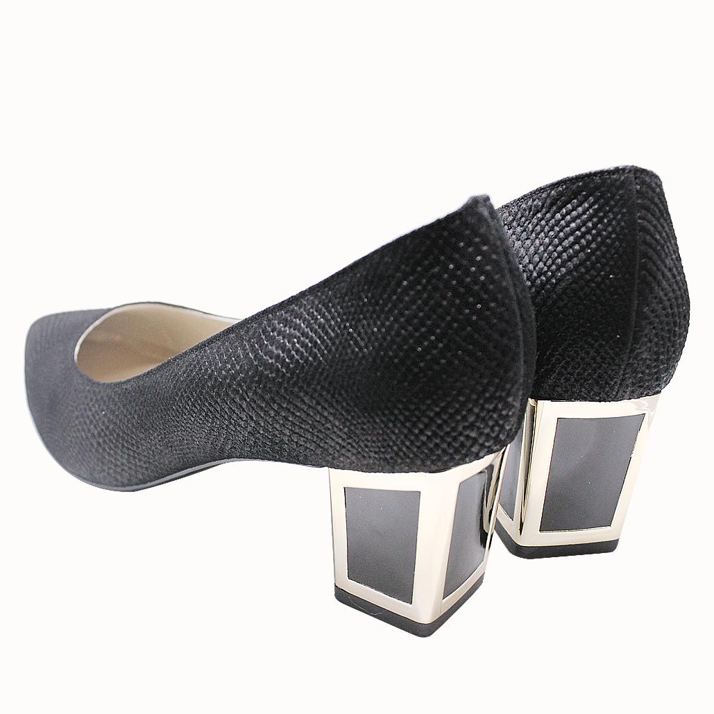 質感羊皮特殊壓紋尖頭低粗跟鞋