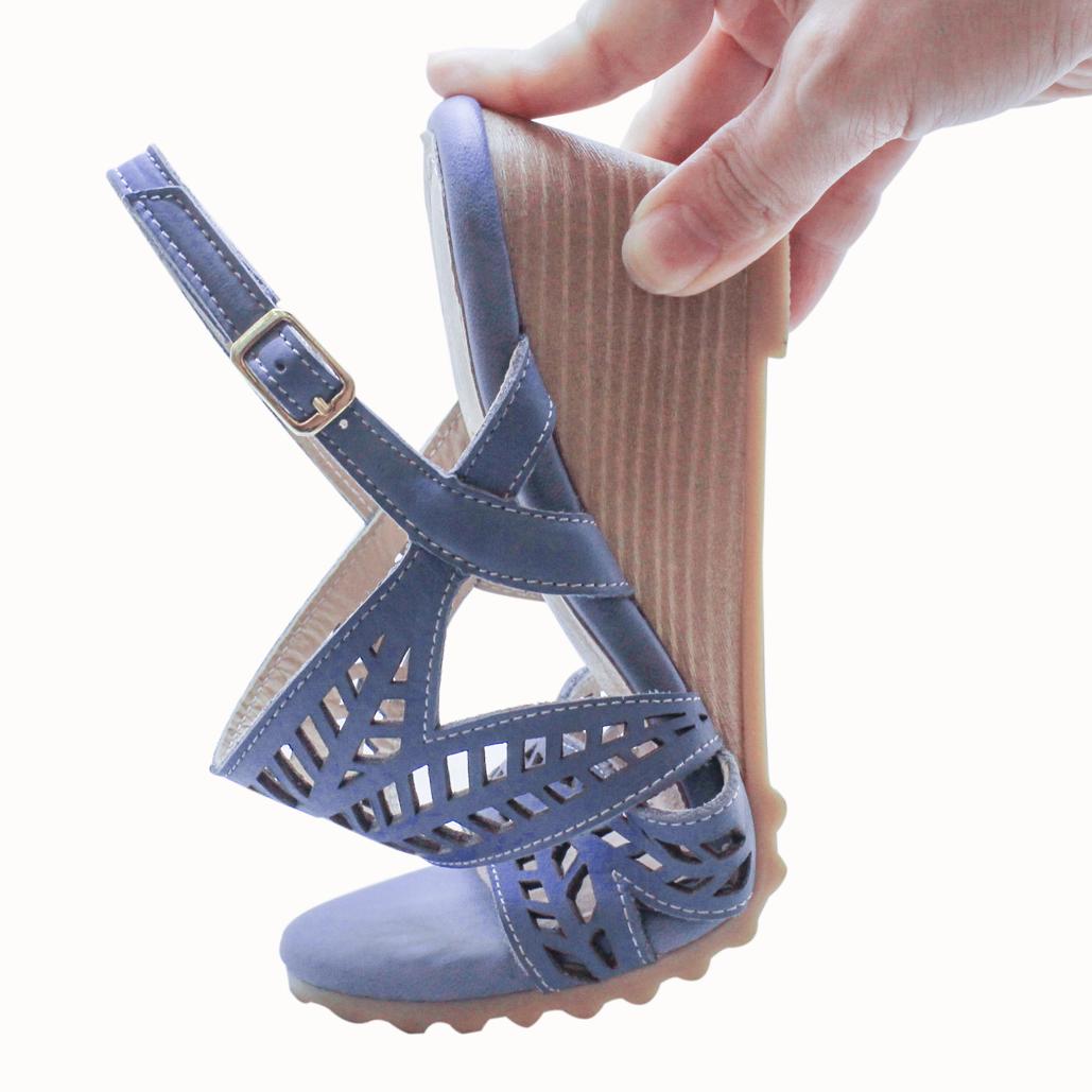 小牛皮雷射雕花楔型氣墊涼鞋