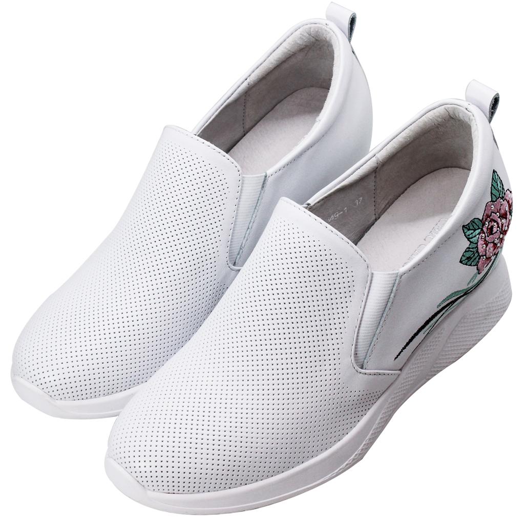 雷雕小牛皮繡花後增高休閒鞋