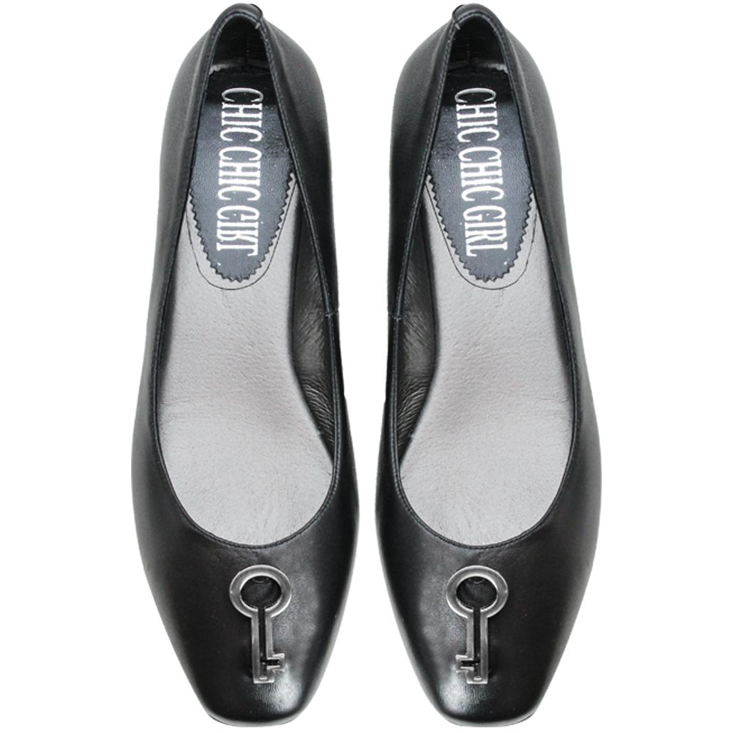 OL款鑰匙造型小羊皮低跟鞋