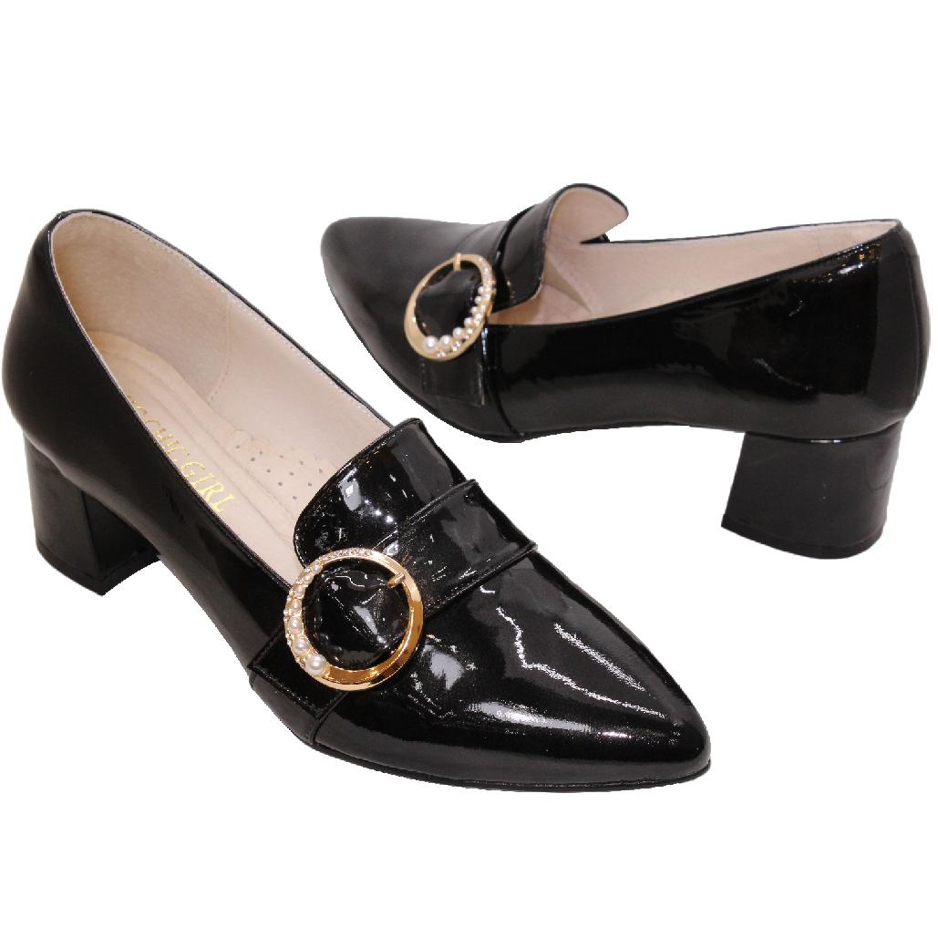 復古羊漆皮珍珠釦尖頭粗跟鞋