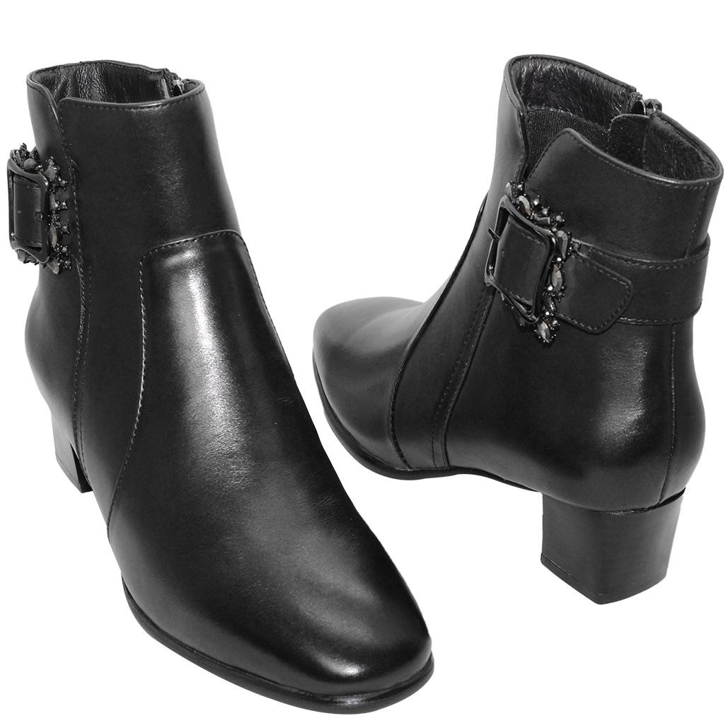 優雅方釦水鑽小牛皮低跟短靴