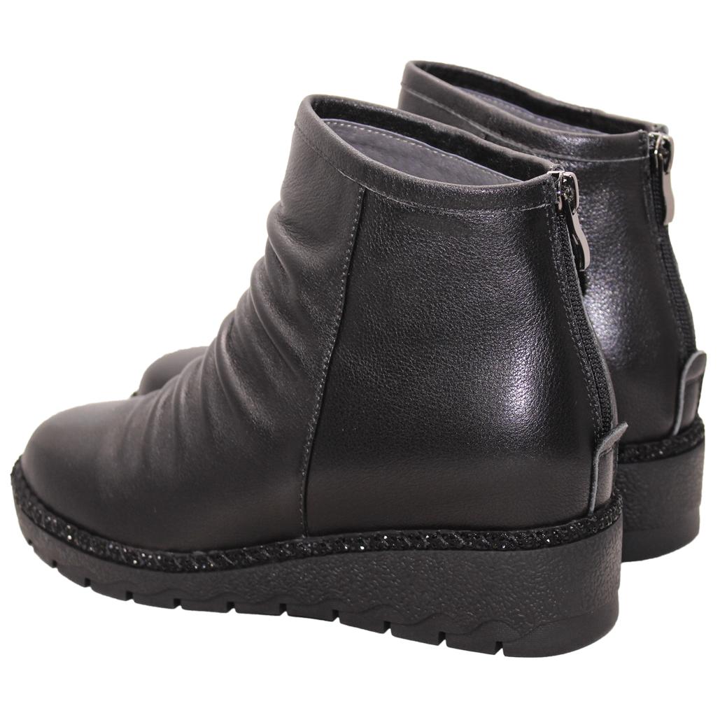 百搭素面抓皺小牛皮楔型短靴