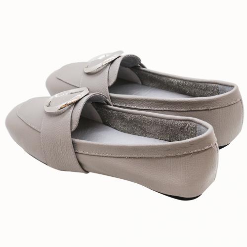 義大利小牛皮金屬釦平底鞋