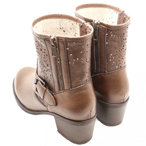 小牛皮雷射雕花粗跟短靴