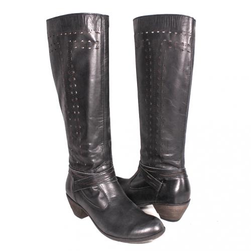 小牛皮雷雕低粗跟氣墊長靴