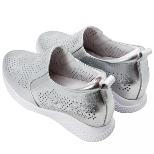 時尚小羊皮小熊雷雕內增高休閒鞋