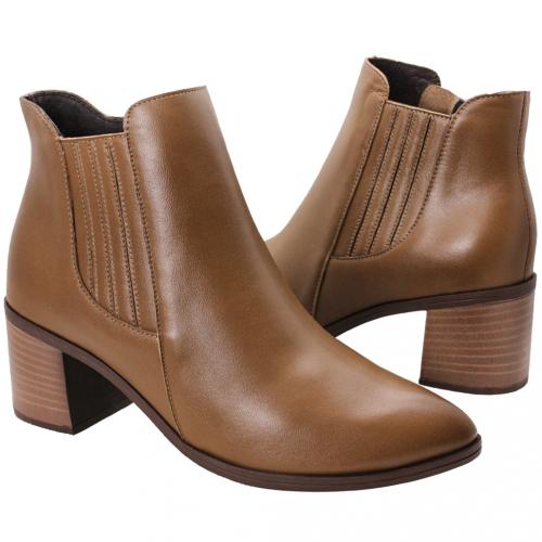 時尚素面小牛皮雀爾希短靴