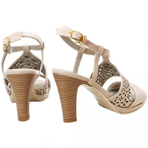 歐美風鉚釘小羊皮雷雕高跟涼鞋