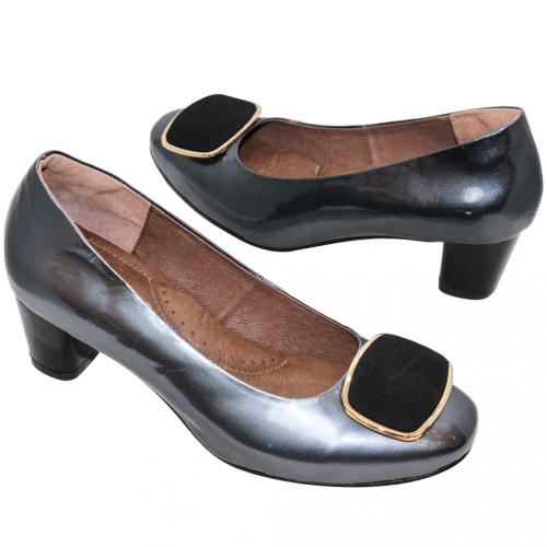 優雅羊漆皮方釦中跟鞋