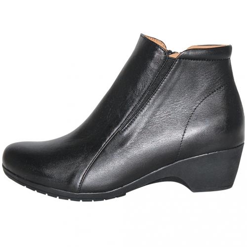素面基本款小羊皮粗跟短靴