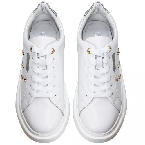 時尚精品風愛心鉚釘輕量增高休閒鞋