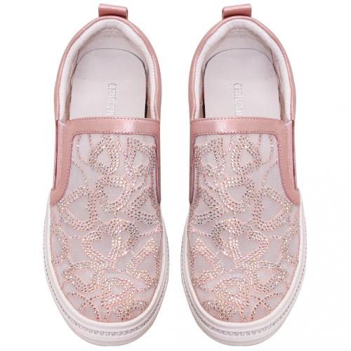 鏤空雕花小羊皮休閒鞋