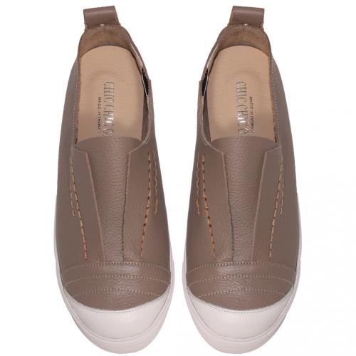基本款小牛皮寬楦休閒鞋