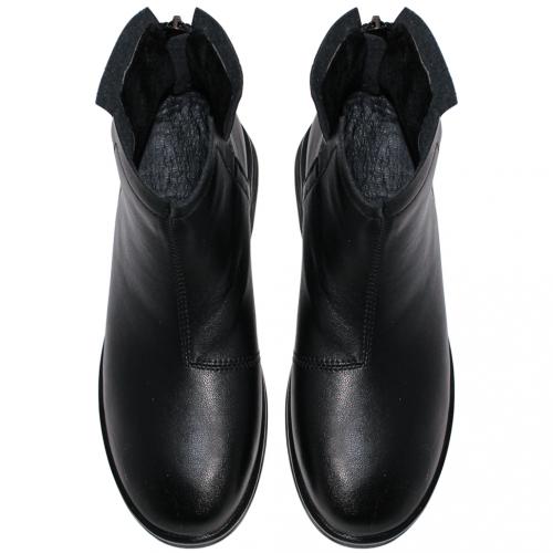 百搭素面小牛皮低跟短靴