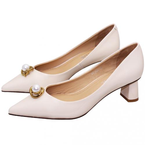 優雅羊漆皮珍珠釦高跟鞋