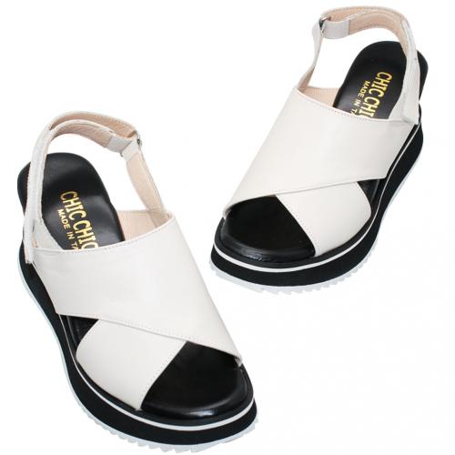 簡約風小牛皮輕量楔型涼鞋