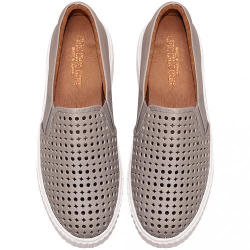 時尚雷雕小牛皮氣墊厚底休閒鞋